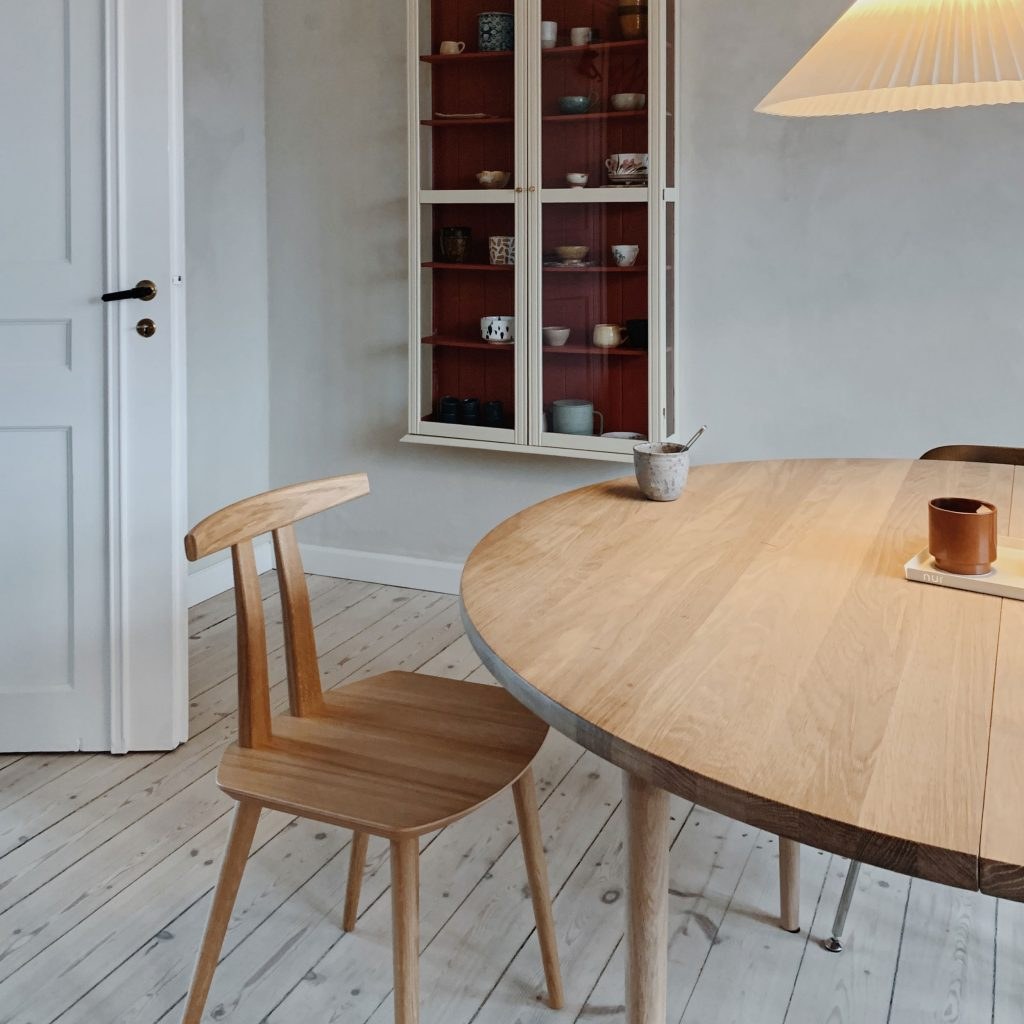 HOLMEN round dining table