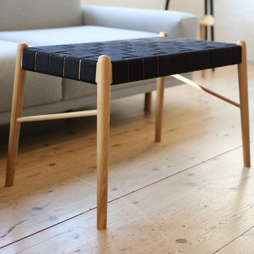 Design bench with black strap, oak