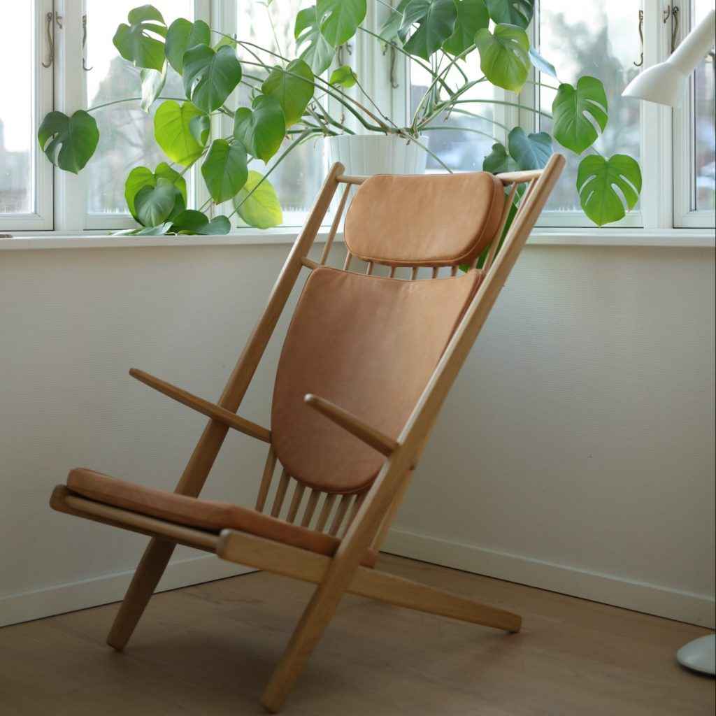 Design armchair, oak lacquer, cognac leather