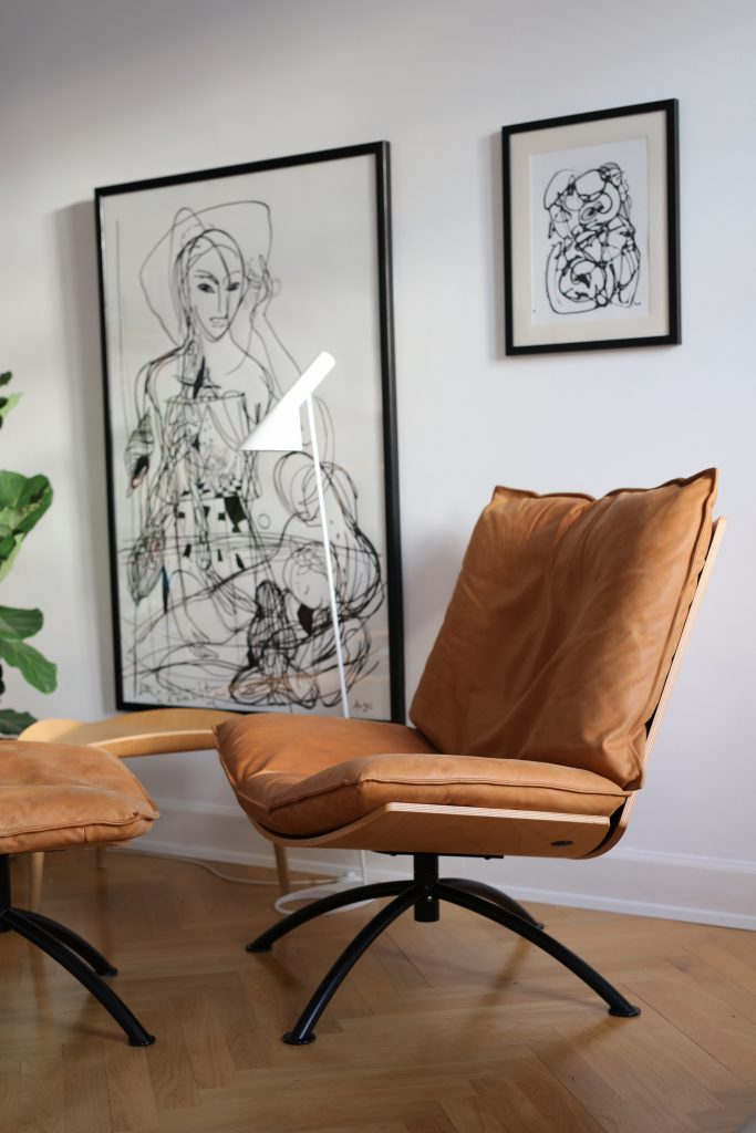 Design chair in sustainable wood, leather
