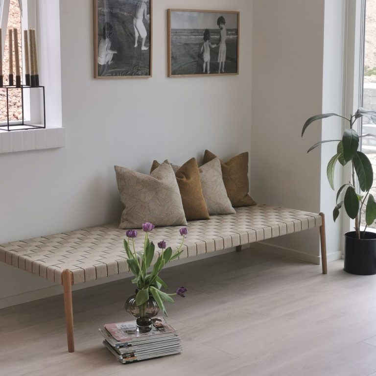 Design bench with strap, large