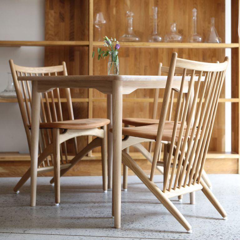 Dining table chair, oak lacquer, leather