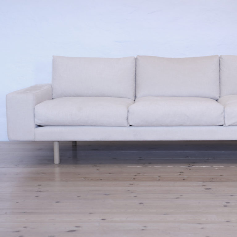 Kaamos classic sofa in off white