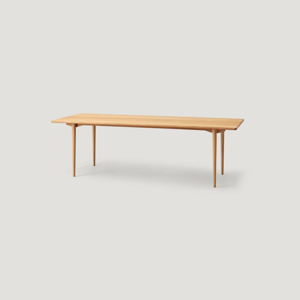holmen long table in oak