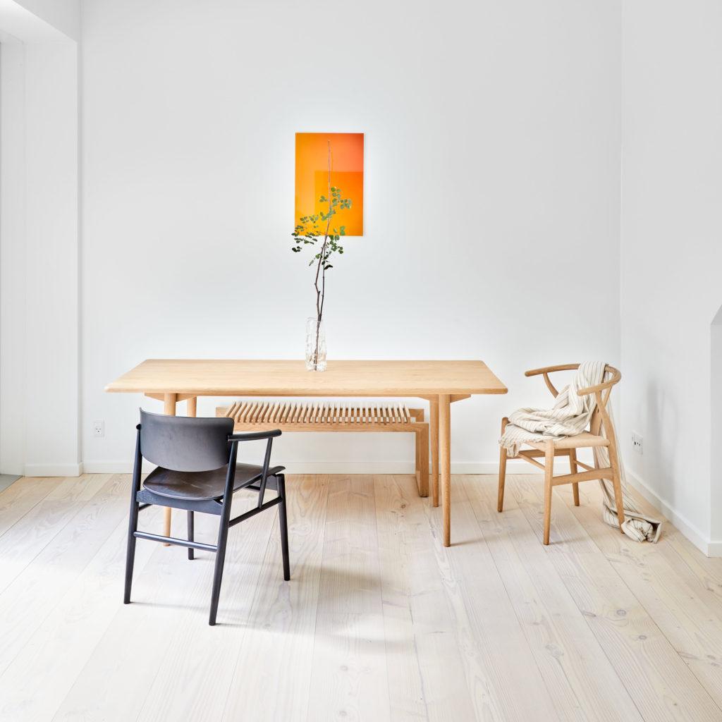 Holmen spisebord i prøvelejlighed i samarbejde med Lumière Bricoleur